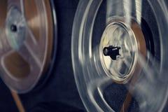 开盘式的音频记录器的被过滤的葡萄酒图片 免版税图库摄影