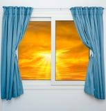 开窗口云彩太阳 免版税库存图片