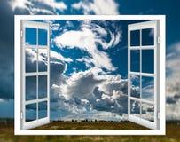 开窗口云彩太阳 图库摄影