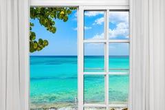 开窗口向海 免版税库存图片