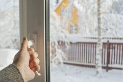 开窗口在冬天 库存图片