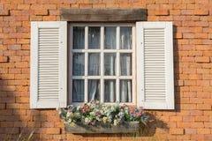 开窗口在发光的天 免版税库存照片