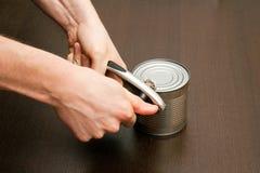 开罐头用具使用 库存图片
