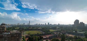 开罗地平线和太阳火光 免版税库存图片