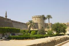 开罗城堡防御墙壁和庭院 免版税库存照片