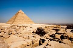 开罗市边缘殡葬金字塔寺庙 库存图片
