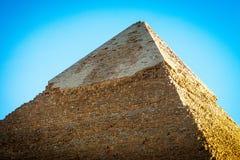 开罗金字塔上面日落的在埃及 免版税库存照片
