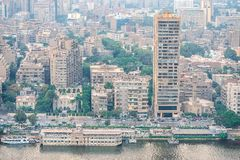 11/18/2018开罗,埃及,城市的中央和企业零件的全景从观察台的最高的towe的 库存图片