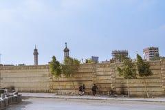 开罗,埃及- 2006年12月21日:在科普特人的坟园的警察 库存图片