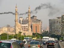 开罗,埃及- 2008年11月9日:开罗市中心。有加州的路 库存照片