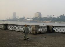 开罗/埃及1月05日2008年:尼罗河的沿海岸区 免版税库存照片