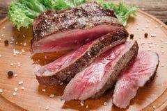 开胃切片可口媒介罕见的牛排 库存图片