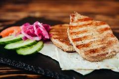 开胃和可口烤肉盘 免版税图库摄影