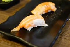 开胃和新鲜的nigiri三文鱼寿司 库存图片