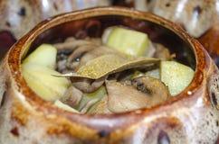 开胃土豆用蘑菇 免版税库存照片