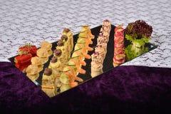 开胃小菜和承办酒席盛肉盘用不同的开胃菜, restau 免版税库存照片