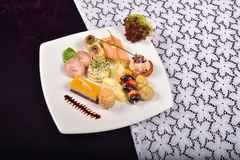 开胃小菜和承办酒席盛肉盘用不同的开胃菜(果子, 图库摄影