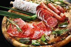 开胃小菜晚餐盛肉盘 库存图片