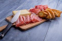 开胃小菜板材用乳酪 免版税库存照片