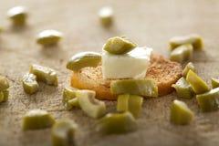 开胃小菜用乳酪和橄榄 图库摄影