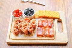 开胃小菜盛肉盘冷盘板材 免版税库存照片