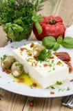 开胃小菜(希腊白软干酪)在一个小的牌照 图库摄影