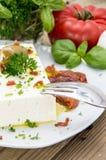 开胃小菜(希腊白软干酪)在一个小的牌照 免版税库存图片