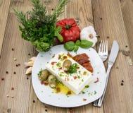 开胃小菜(希腊白软干酪)在一块小板材 库存照片