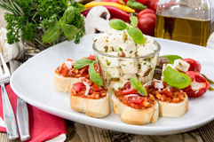 开胃小菜(Bruschetta和希脂乳) 图库摄影