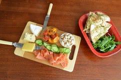 开胃小菜Meze啃盛肉盘板 库存图片