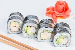 开胃新套寿司卷用米,乳脂干酪,婆罗双树 免版税库存图片