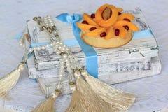 开胃果子馅饼用杏子和granatum 免版税图库摄影