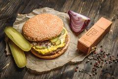 开胃汉堡用酱瓜 库存图片