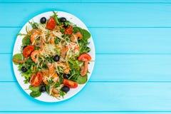 开胃沙拉大角度看法用虾,在丝毫的三文鱼 库存图片