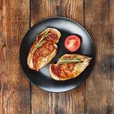 开胃烤肉牛排用迷迭香 顶面veiw 库存图片