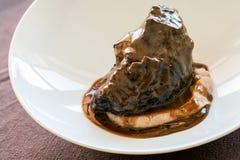开胃烤neef用黑暗的小汤。 库存照片