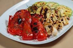 开胃煮熟的油煎的肉和菜 图库摄影