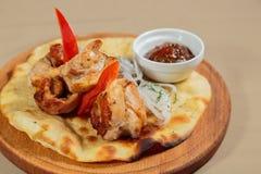 开胃煮熟的油煎的肉和菜 免版税图库摄影