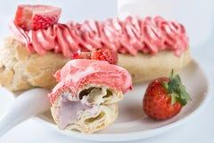开胃甜点心 与奶油的蛋糕 免版税库存图片