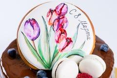 开胃甜点心 釉蛋糕用蛋白软糖,莓果 免版税库存照片
