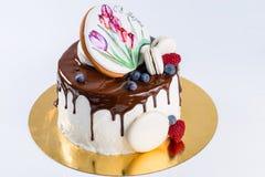 开胃甜点心 釉蛋糕用蛋白软糖,莓果 免版税库存图片