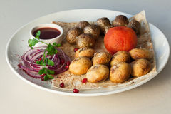开胃盘用土豆,蘑菇,蕃茄 免版税库存照片