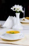 开胃碗乳脂状的南瓜汤 免版税库存图片