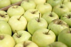 开胃绿色苹果在超级市场 免版税库存照片