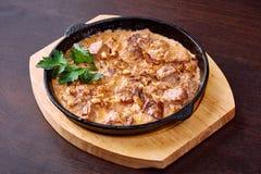 开胃肉烘烤用乳酪和核桃 免版税库存照片
