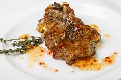 开胃肉用在方形的板材的调味汁在白色背景 库存照片