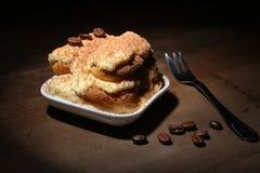 开胃自创提拉米苏蛋糕片断在板材的在关闭 图库摄影