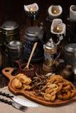 开胃菜一块大板材对啤酒的 肉,乌贼,菜, po 库存图片