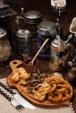 开胃菜一块大板材对啤酒的 肉,乌贼,菜, po 免版税图库摄影