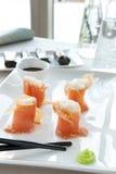 开胃菜三文鱼寿司 库存图片